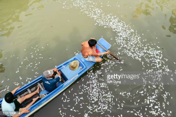unidentified men are rowing canoes with firecrackers - men stockfoto's en -beelden