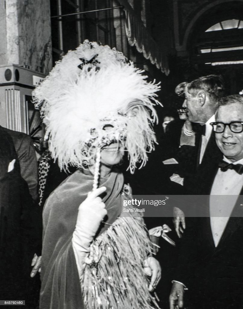 Unidentified persons at Truman Capote BW Ball on November 28, 1966