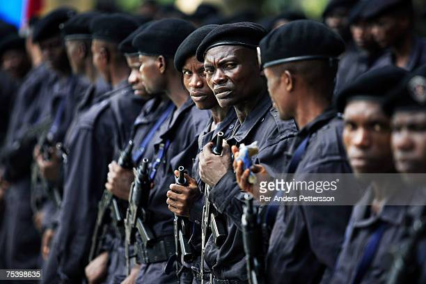 Unidentified policemen rehearse on April 28 2006 in Kinshasa Congo DRC The European Union has a cooperation and training program with the Congolese...