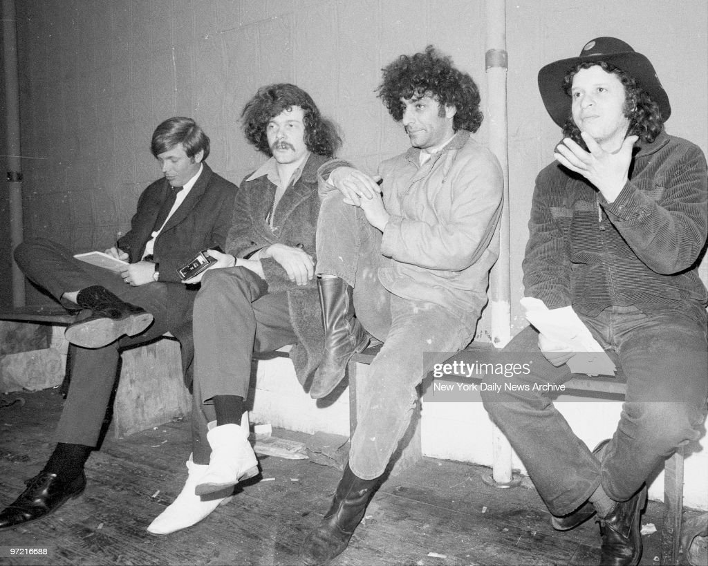 (l-r) Unidentified reporter, Ed Sanders, Abbie Hoffman and P : News Photo