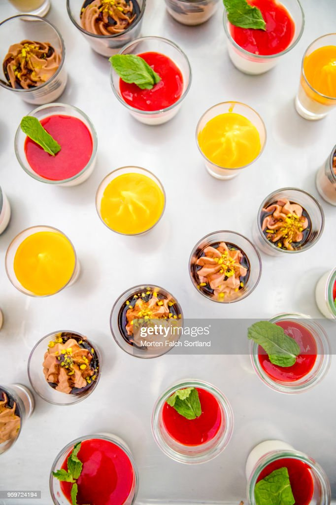 Uniform Rows of Brightly Colored Desserts at a Wedding Reception in Berlin, Germany Summertime : Stock-Foto