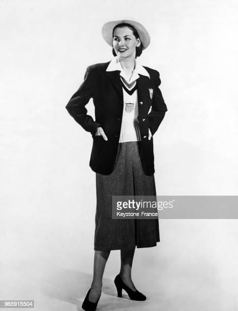 L'uniforme de l'équipe olympique féminine américaine choisi par le comité olympique américain le 19 juin 1948 à New York EtatsUnis