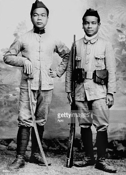 Uniforms and armaments of these indochinese soldiers reflects their inferior position in the eye of the french army during the great war around 1914