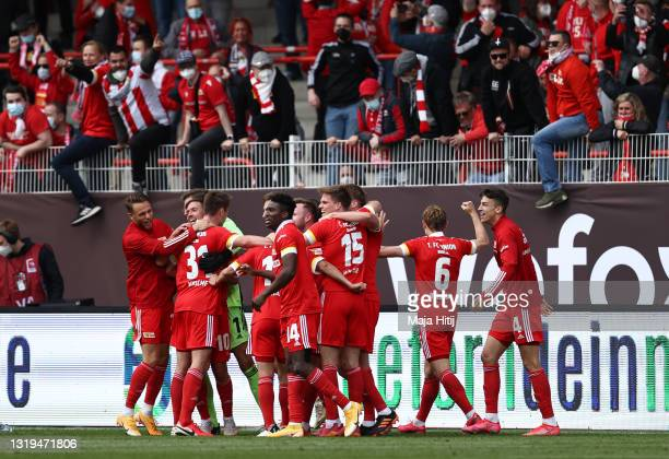 Union Berlin players celebrate with the fans after victory in the Bundesliga match between 1. FC Union Berlin and RB Leipzig at Stadion An der Alten...