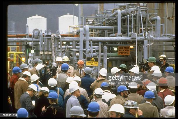 Union Carbide press conf at plant that produces same chemical as in deadly accident in Bhopal India INSTITUTE WV US