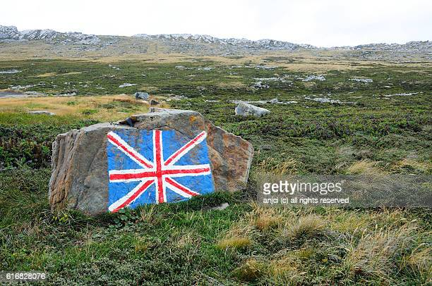 union flag painted on a rock, east falkland / falkland islands - falklands war stock pictures, royalty-free photos & images