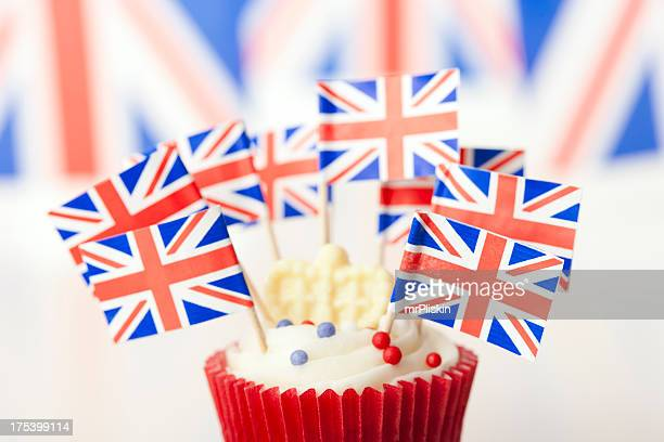Union Jack cup cake with flags