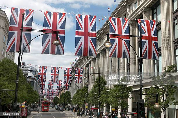 union jack flags on oxford street - rua oxford - fotografias e filmes do acervo