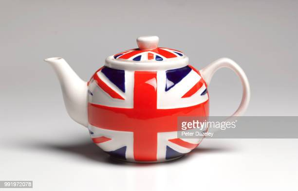 union jack teapot close up - england stock-fotos und bilder