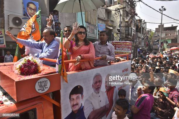 Union Minister Harsh Vardhan and actress and MP Hema Malini during the campaign for MCD Elections 2017 at Lal Bagh GT Road on April 15 2017 in New...