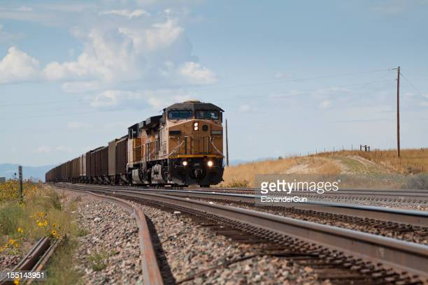 Comboio aproxima-se da Union Pacific Railroad