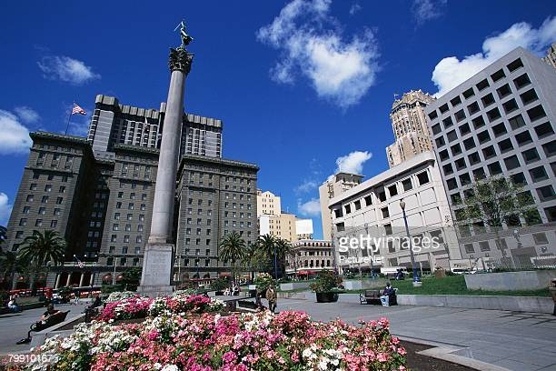 union square and the dewey monument - ユニオンスクエア ストックフォトと画像