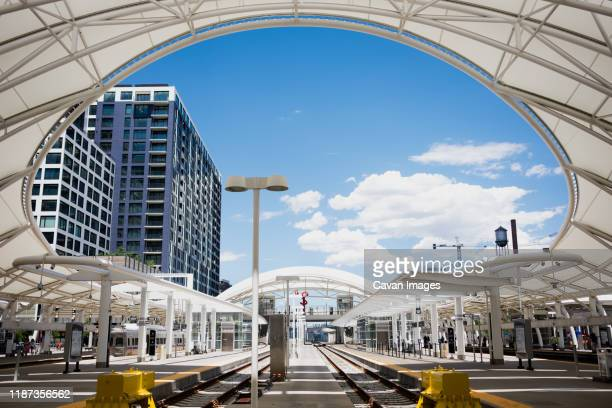 union station lightrail tracks in downtown denver - denver photos et images de collection