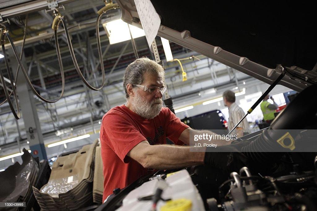 Chrysler CEO Announces Plans For Toledo Assembly Complex : News Photo