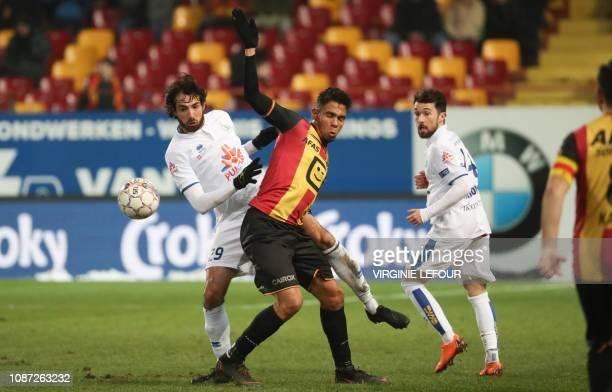 Union's Thibault Peyre and Mechelen's Igor de Camargo fight for the ball during a soccer game between KV Mechelen and Royale Union Saint Gilloise...