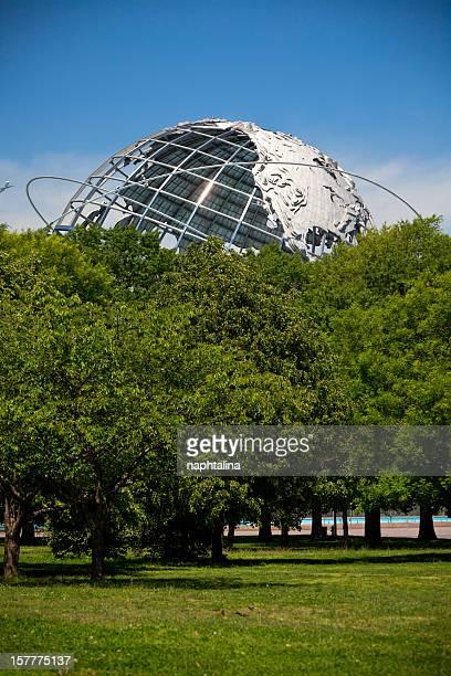 ユニスフェアと木々 - ユニスフェア ストックフォトと画像