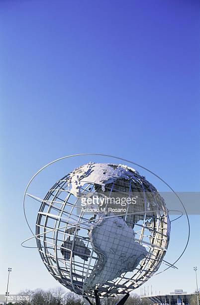 unisphere statue in new york - ユニスフェア ストックフォトと画像
