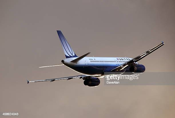 united airlines airbus - a320 stock pictures, royalty-free photos & images