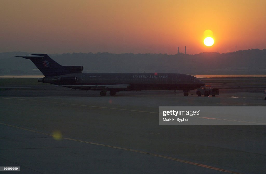 A United Airlines Boeing 727 taxis from the tarmac to the runway at Regan National Airport at sunrise on Thursday, October 4, 2001.
