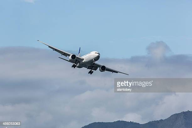 United Airlines Boeing 777-200 in Banked Turn