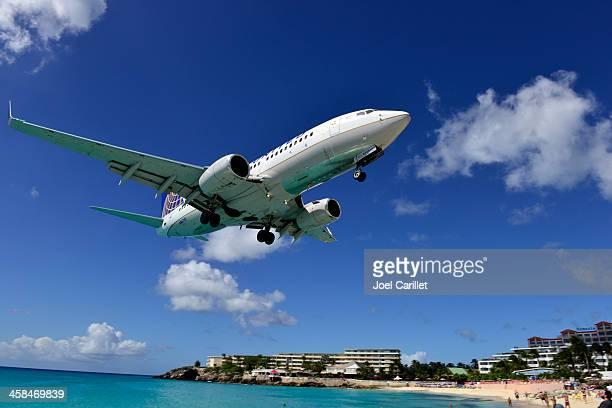 United Airlines landing in St. Maarten