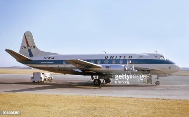 1964 年にユナイテッド航空の子爵ターボプロップ飛行機 - 子爵 ストックフォトと画像
