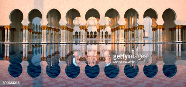 united arab emirates. abu dhabi. sheikh zayed grand mosque in first light. - abu dhabi stock pictures, royalty-free photos & images