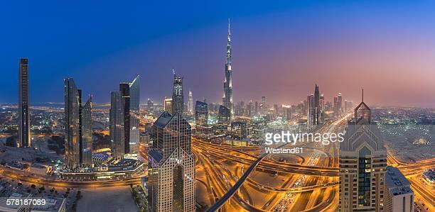 united arab emirates, dubai, interchange at sheikh zayed road and dubai skyline at dusk - burj khalifa stock pictures, royalty-free photos & images