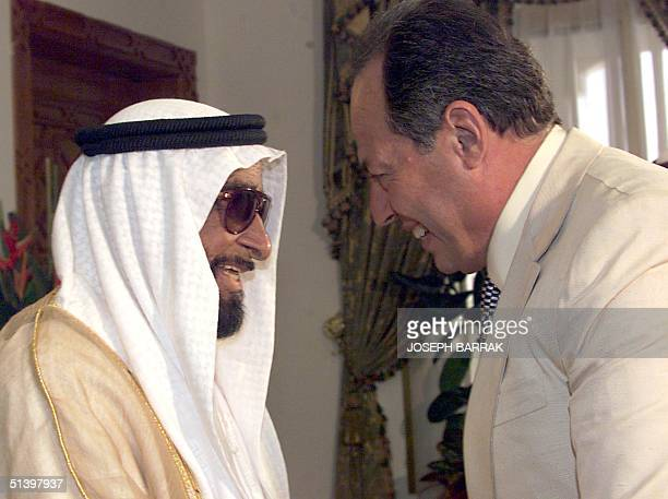 United Arab Emirates President Sheikh Zayed bin Sultan alNahayan welcomes Lebanese president Emile Lahoud in Abu Dhabi 18 April 2000 Lahoud is on a...