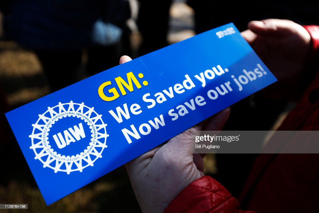 UAW Holds Prayer Vigil For Workers Affected By General Motors' Decision To Cut Jobs At Warren Transmission Operations Plant : News Photo