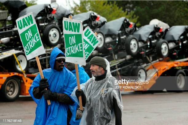 United Auto Workers members picket outside of General Motors DetroitHamtramck Assembly in Detroit Michigan as they strike on October 16 2019 Leaders...