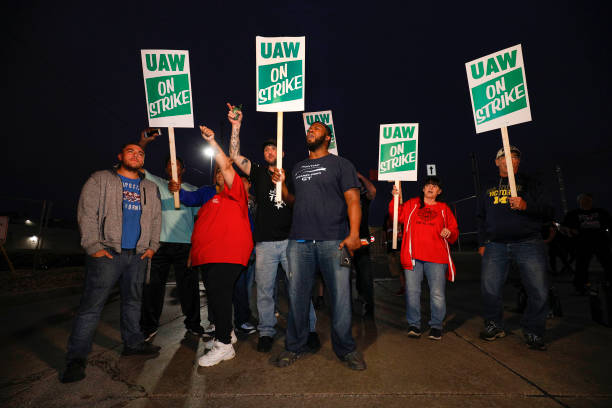 USA: United Auto Workers Begin Largest National Strike Since 1982