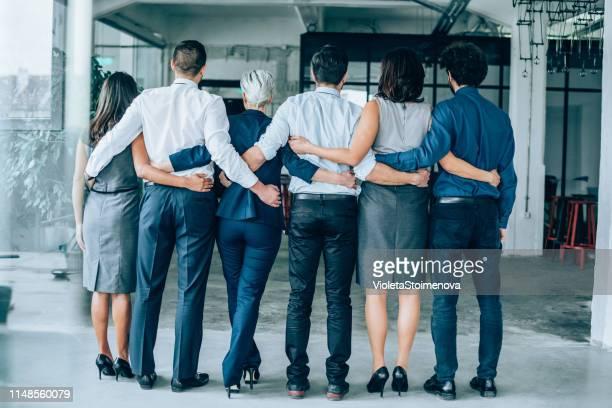 united business team - braço à volta imagens e fotografias de stock