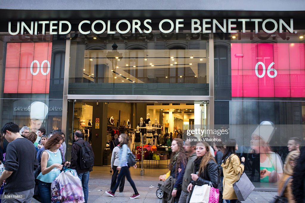 Cambiable Series de tiempo Espinas  A United Colors of Benetton store in downtown Barcelona, Catalonia,... News  Photo - Getty Images