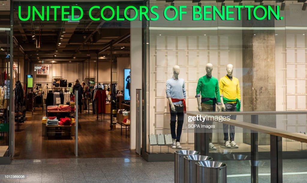 Regreso Interpretar complejidad  United Colors of Benetton store in Galeria Krakowska. News Photo - Getty  Images
