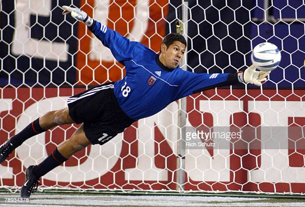 United goalkeeper Nick Rimando makes a save against the MetroStars during the first half in Game 1 of the Eastern Conference Semifinals at Giants...