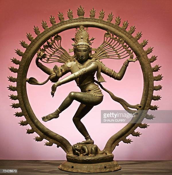 United Kingdom: An eleventh century Hindu statue of Shiva as Nataraja is pictured at the Royal Academy of Arts in central London, 07 November 2006....