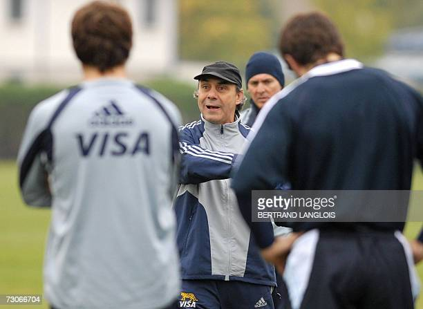 Argentinan rugby union headcoach Marcelo Loffreda instructs his team at a training session in London 07 November 2006 The Pumas will play against...