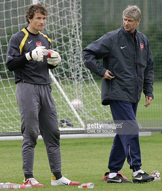 United Kingdom: Arsenal manager Arsene Wenger speaks with goalkeeper Jens Lehmann during training at the Club's training grounds at London Colney, in...