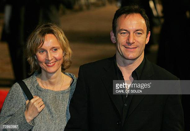 British actor Jason Issacs poses with his wife and actress Emma Hewitt as they arrive at the world premiere of 'Casino Royale' the latest James Bond...