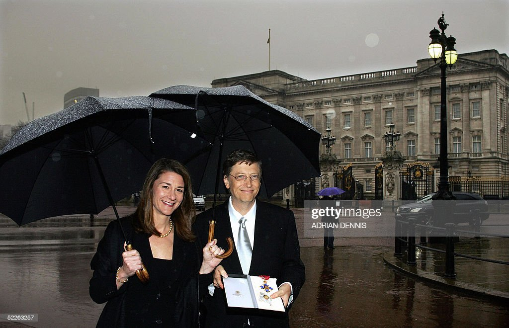Chairman and Chief Software architect of Microsoft Bill Gates shows off his honorary knighthood with his wife Melinda outside Buckingham Palace in London 02 March 2005. Gates was presented with the honor by Her Majesty Queen Elizabeth in recognition of Gates' contributions to improving health and reducing poverty in parts of the Commonwealth and elsewhere in the developing world. Gates was also recognised for his contribution to enterprise, employment, education and the voluntary sector in the United Kingdom.