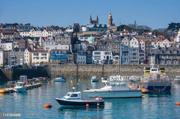 united kingdom, channel islands, guernsey, seafront of saint peter port - isola di guernsey foto e immagini stock