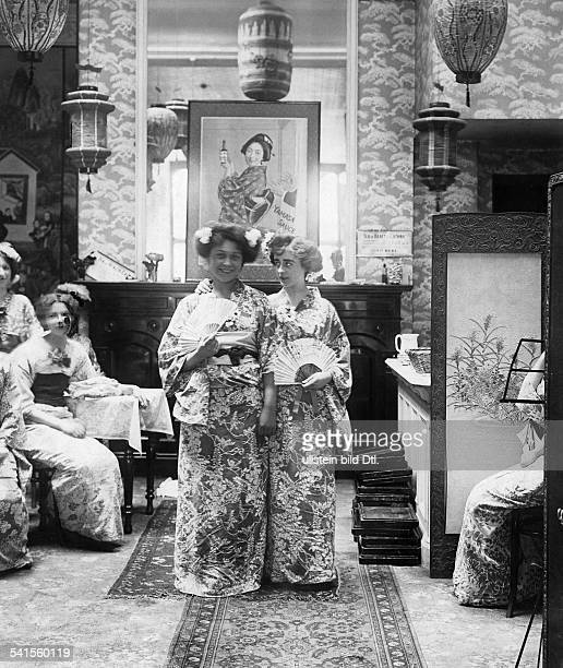 United Kingdom England London Gastronomy two girls as geisha in a chinese restaurant Published by 'Berliner Illustrirte Zeitung' 25 / 1903Vintage...