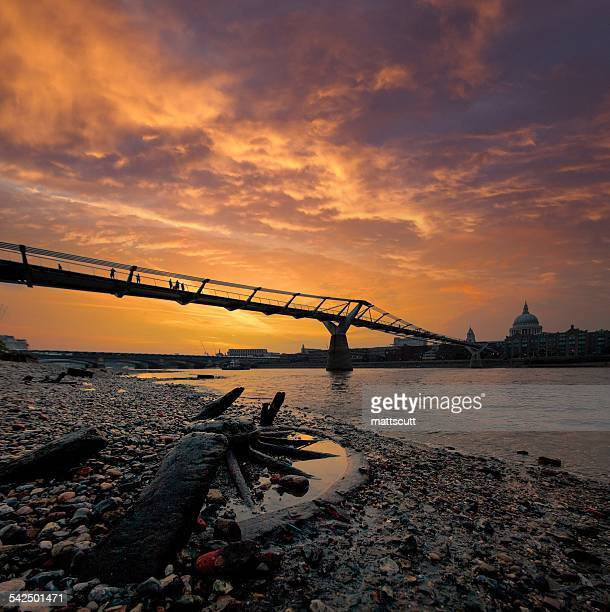 united kingdom, england, london, millenium bridge silhouetted against sunset sky - mattscutt stock pictures, royalty-free photos & images