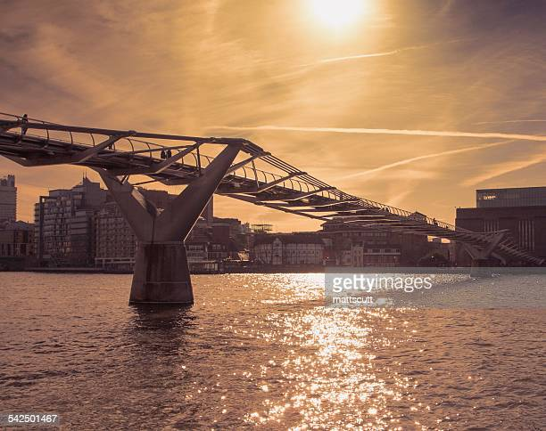united kingdom, england, london, millennium bridge at sunny day - mattscutt stock pictures, royalty-free photos & images