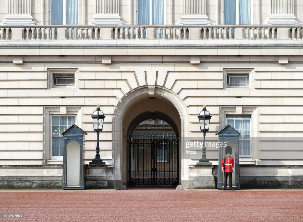 one of the entrances to Buckingham Palace guarded by a soldier from the Queen's Guards.