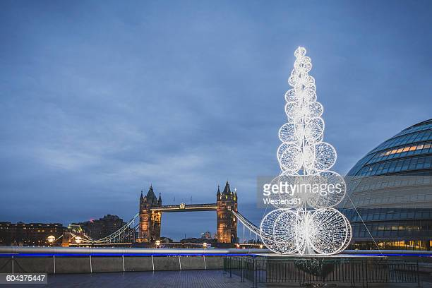 united kingdom, england, london, queen's walk with christmas tree, city hall and tower bridge in the evening - town hall government building stock pictures, royalty-free photos & images