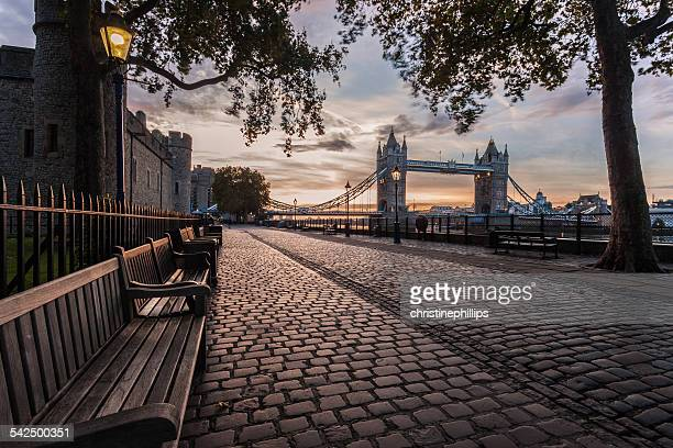 united kingdom, england, london, tower bridge and tower of london at sunrise - tower of london stock pictures, royalty-free photos & images