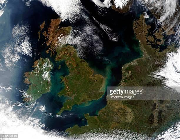 """united kingdom, ireland, and northwest europe, satellite image"" - satellietfoto stockfoto's en -beelden"