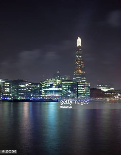 united kingdom, london, shard skyscraper illuminated at night and thames river in foreground - mattscutt stock pictures, royalty-free photos & images